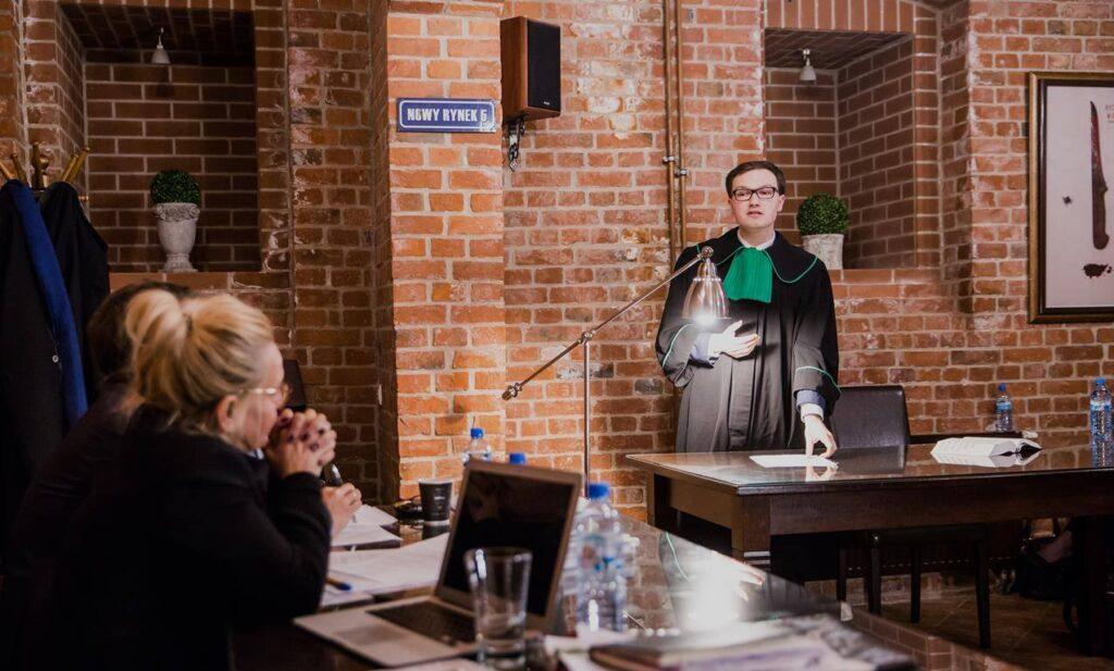 Adwokat Rafał Przybyszewski podczas rozprawy w sądzie w Bydgoszczy